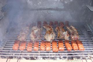 coaste de porc, coasta de porc, gratar, coaste de porc fripte la gratar, coasta de porc la gratar, carne de porc cu os la gratar, mici la gratar, mititei, retete culinare, retete de mancare, preparate culinare, retete cu porc, preparate din porc, retete cu carne de porc, preparate din carne de porc, retete pentru gratar, mancare la gratar, gratar cu carbuni,