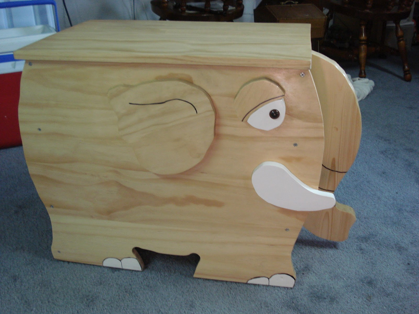 The Creative Home: Elephant Toy Box