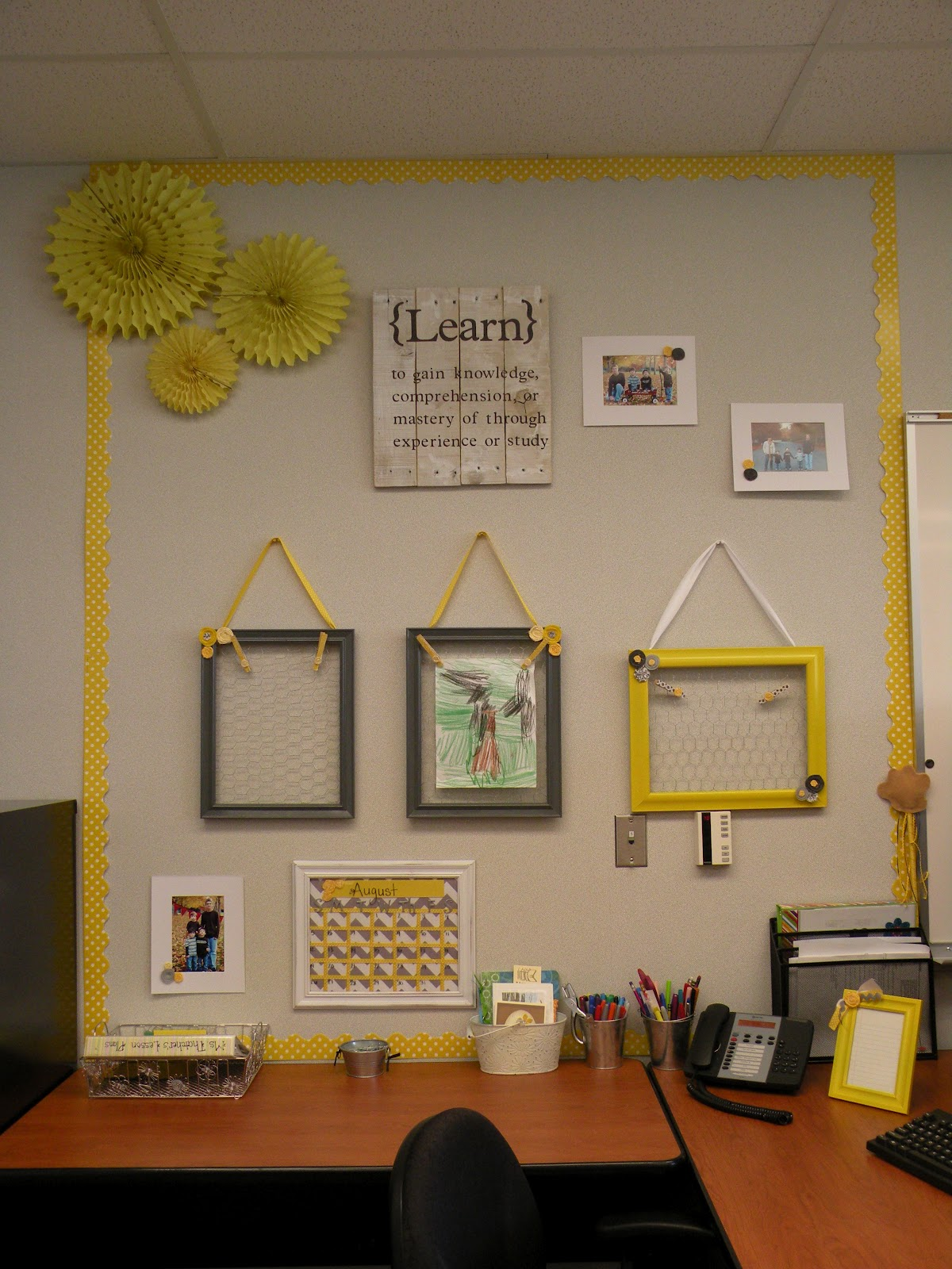 Classroom Decor Trends ~ Excellent teacher desk decor ideas yvotube