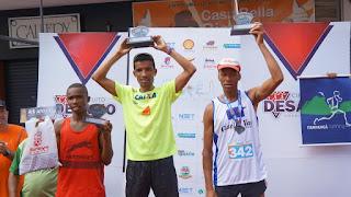 Pódio masculino: Eliezer de Jesus Santos (1º lugar), à direita o teresopolitano Luiz Henrique dos Santos (2º lugar) e Roger Celestino Barbosa (3º lugar)