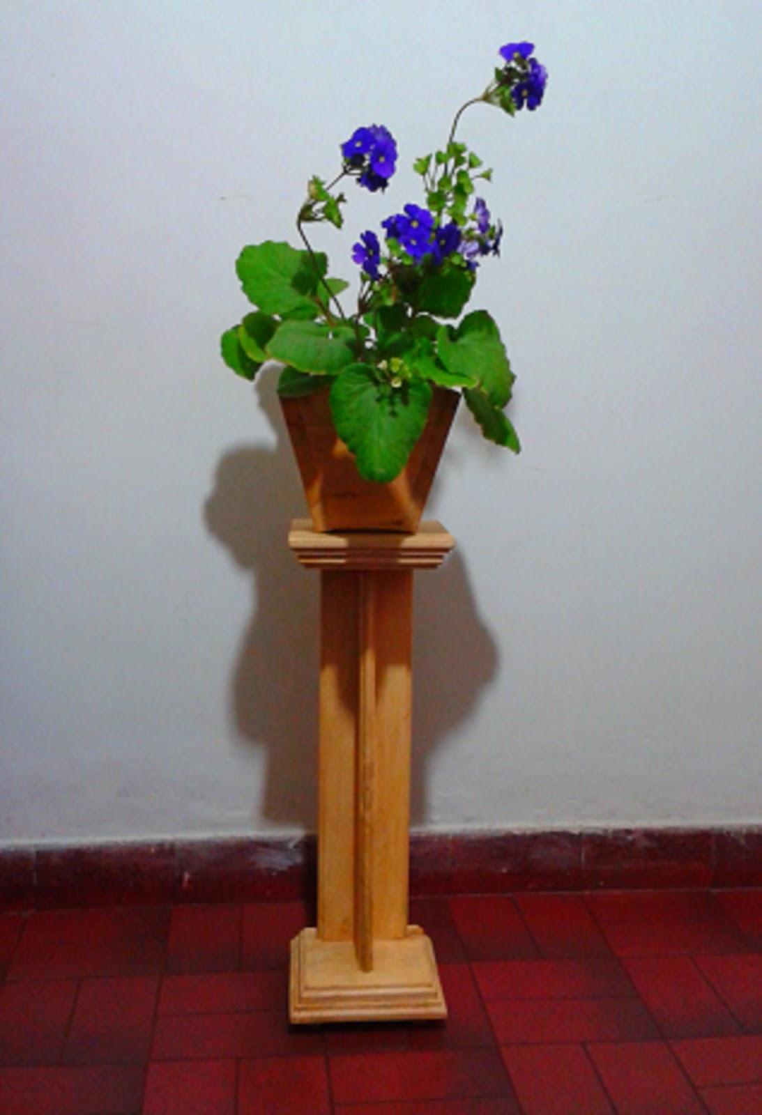 Artesanias casa verde matera mas pedestal en madera - Pedestal para plantas ...