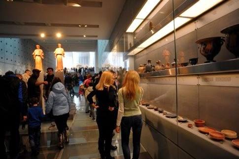 Ποιες είναι οι σχέσεις των Ελλήνων με τα μουσεία;