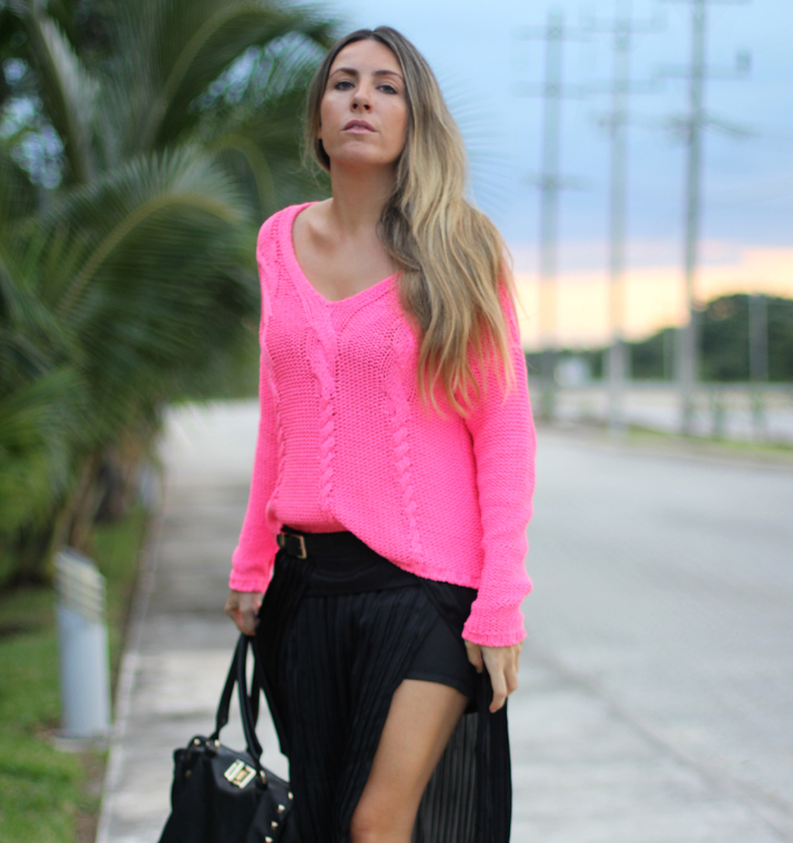 Outfit fucsia and black blogger