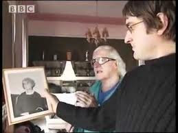 Jimmy Savile and Louie Theroux look at a picture of the Duchess