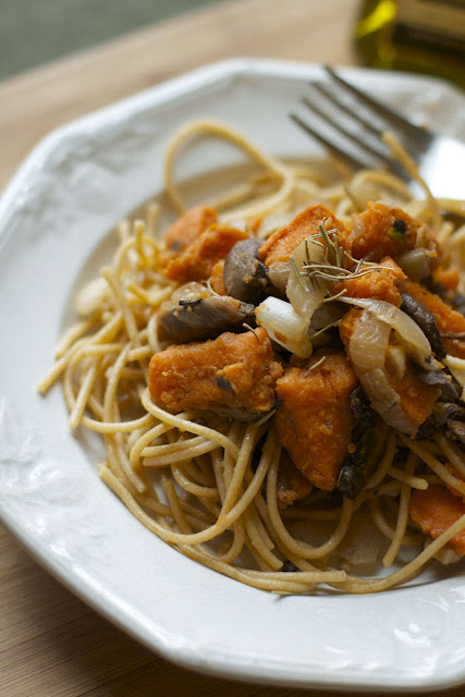 That's So Vegan: Rosemary Sweet Potato & Mushroom Pasta