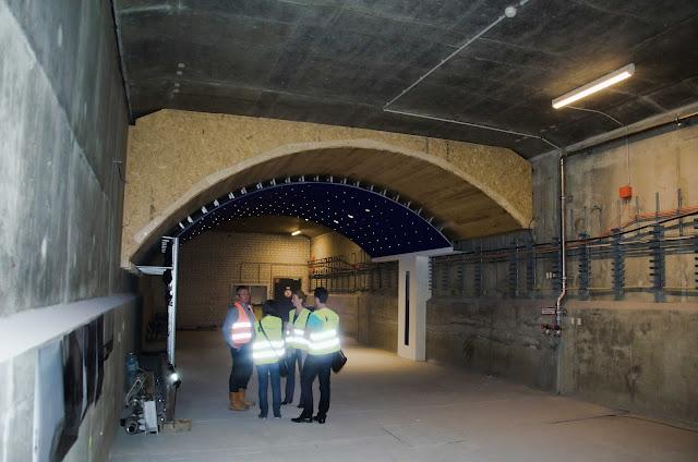 """Baustelle, U5, U-Bahn, Musterausstellung, """"Sternenhimmel"""" über dem Gleisbett mit rein dekorativen Lichtpunkten, Berlin, 10.06.2015"""
