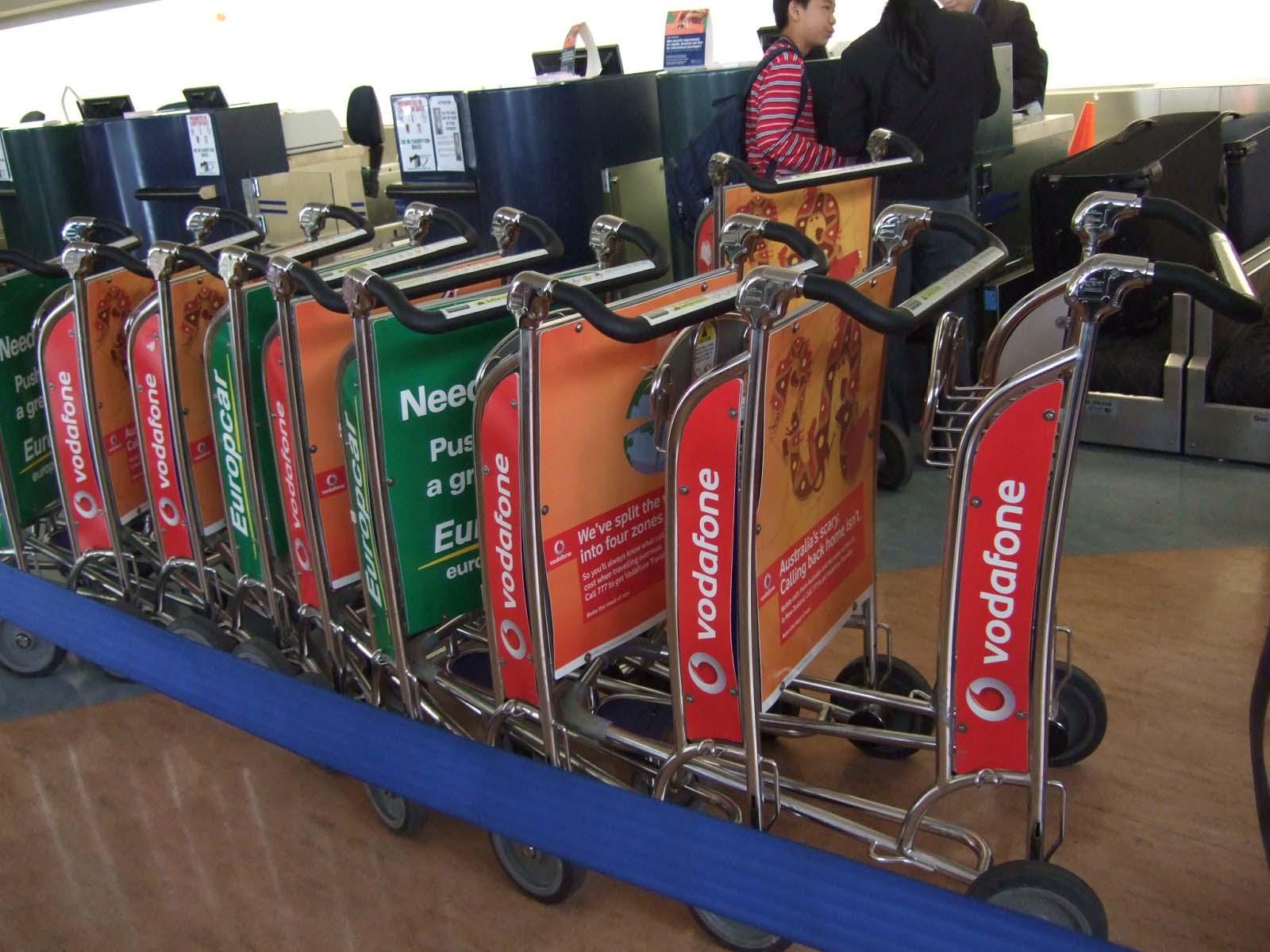 荷物用カート,オークランド国際空港〈著作権フリー無料画像〉Free Stock Photos