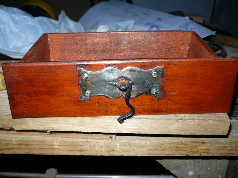 Soporte de pipas hecho de madera de palet. Reparacion.