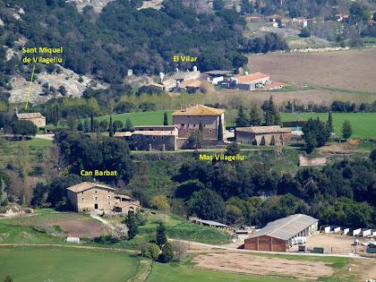 Acostament fotogràfic al mas Vilageliu, Can Barbat, el Vilar i l'ermita de Sant Miquel de Vilageriu des de sota del Roc Gros a la Baga del Puig