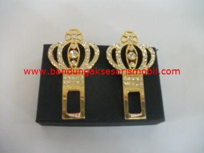 Colokan Safety Belt Mahkota Berlian