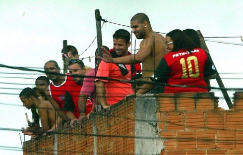 Adriano em visita a Vila Cruzeiro