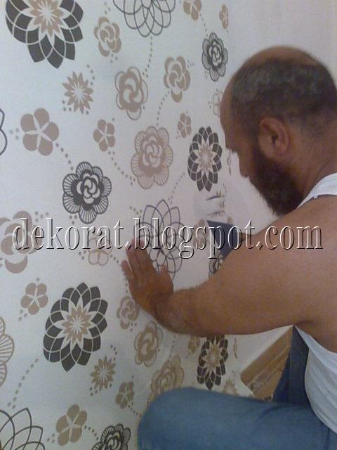افضل طريقة للصق ورق الجدران الحائط
