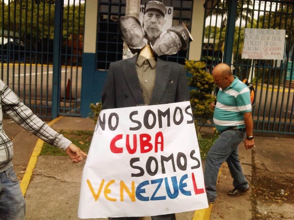 http://3.bp.blogspot.com/-R0M-58LZB3o/UPVy662ptpI/AAAAAAAAAnE/RXu9IzhUVAo/s1600/venezuelacubaprotest.jpg