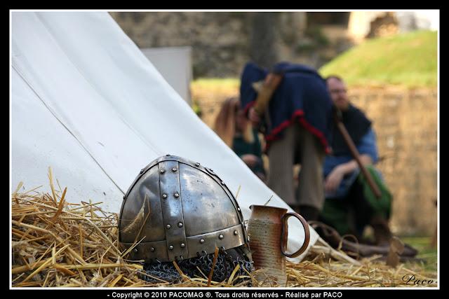 Détails casque et chope au festival médiéval de Sedan