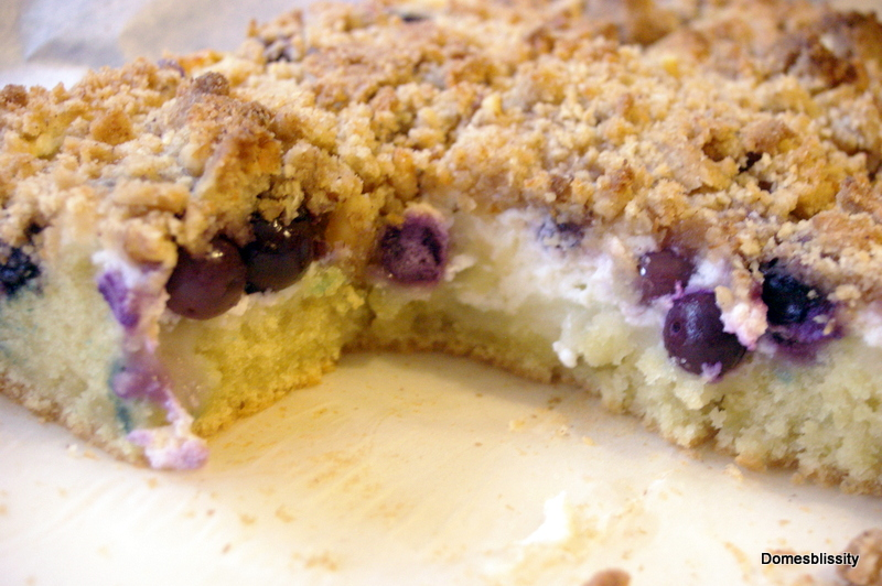 Domesblissity: Blueberry & Ricotta Crumble Cake Bars