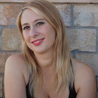 http://3.bp.blogspot.com/-R0ozGhoXfnE/UpsL6d2-UOI/AAAAAAAAMPg/C15Vmdxi02c/s1600/unademagiaporfavor-novela-romantica-adulta-enero-2014-vergara-mangaka-maria-jose-tirado-escritora.jpg
