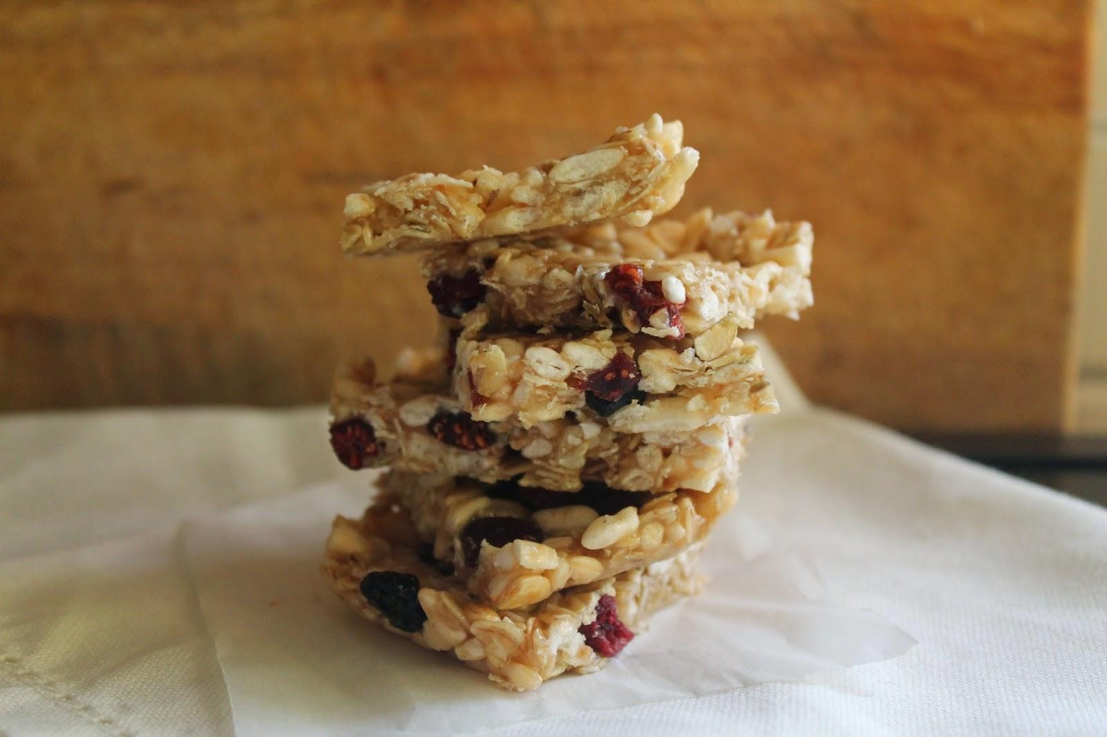 quadrotti ai cereali riso soffiato e frutti rossi - healthy muesli bars 2.0