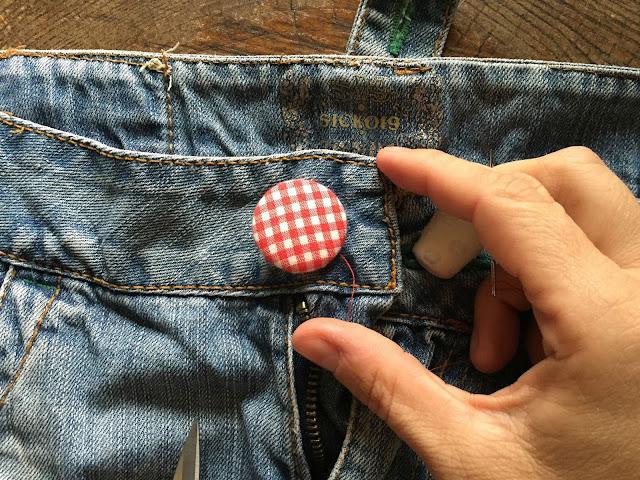 Como-hacer-un-delantal-con-una-falda-vaquera