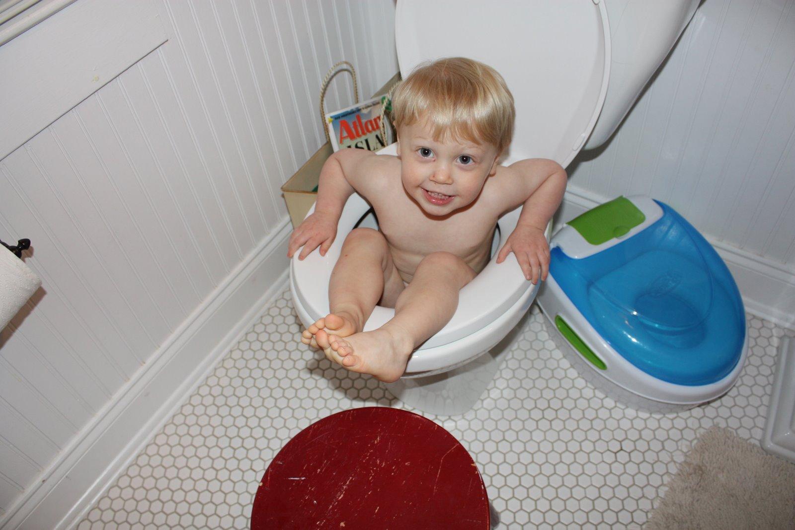 порно маленьких девочек в туалетах