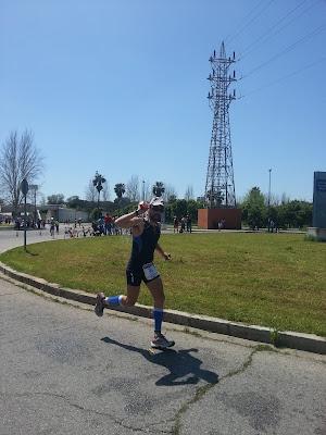 Triatleta en medio Ironman de Sevilla.