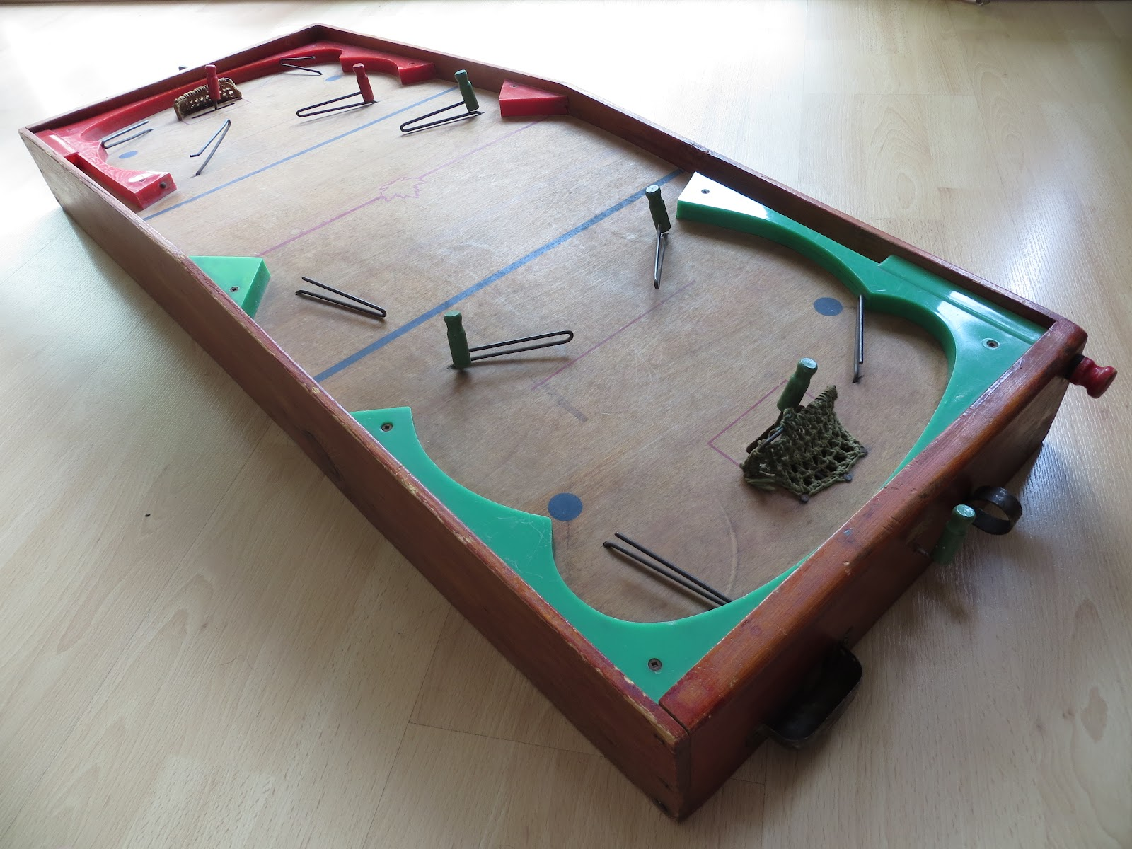 Nitzy 39 s hockey den table hockey circa 1948 for Table hockey