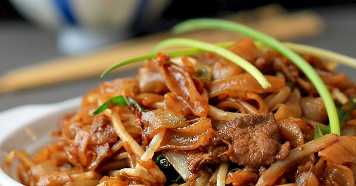 Gon chow ngau ho / Cantonese-style fried noodles / Beef chow fun or just call it delicious !