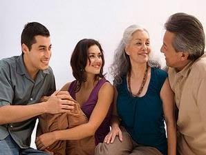 cara mendekati orang tua pacar, tips mengambil hati calon mertua