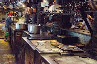 Impresionantes cocinas de carbón, uno de los secretos mejor guardados de Andrés Carne de Res en Chía