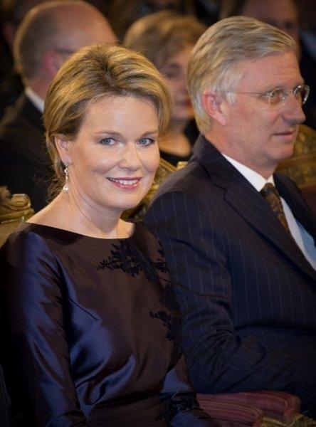 http://3.bp.blogspot.com/-R1hGl58RVnk/VnG4UAwaaxI/AAAAAAAA5aY/eWBQ47Gd1Es/s640/Queen-Mathilde-2.jpg