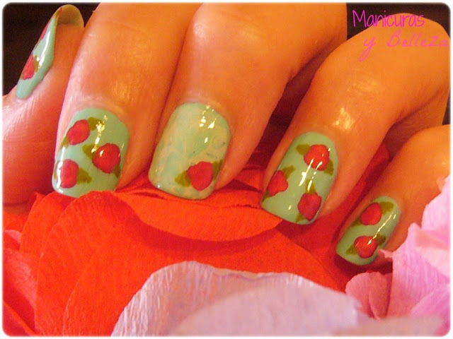 Manicura de flores vintage Flowers nails nail art esmaltes Kiko water marble verde menta rosas fáciles