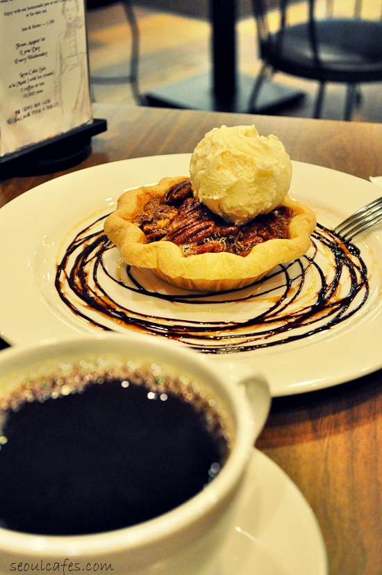tartine seoul korea tart pie coffee cafe itaewon