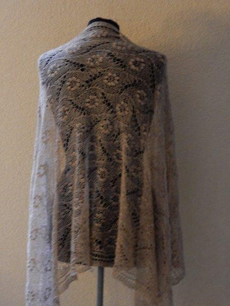 TE KOOP:  wol/ silk sjaal, camelkleur.