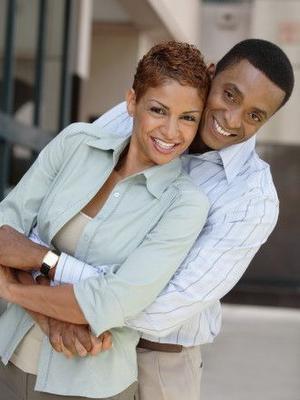 كيف تحقق السعادة في العلاقة الزوجية - زواج ناجح - happy married couple