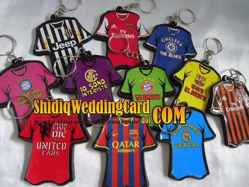 http://www.shidiqweddingcard.com/2014/02/gantungan-kunci-baju-sepak-bola.html