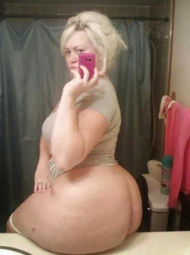 Nackt Bilder : Nackter Riesenarsch selbst fotografiert   nackter arsch.com