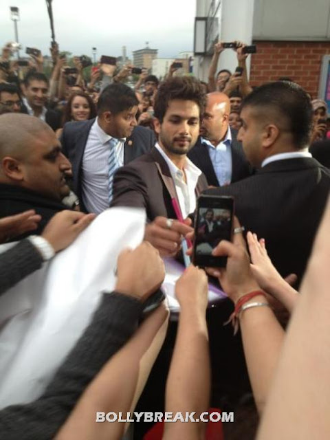Shahid in the crowd while fans tke pics - (2) -  Shahid & Priyanka @London premiere of Teri Meri Kahaani