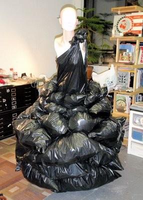 L'abito di sacchi dell'immondizia