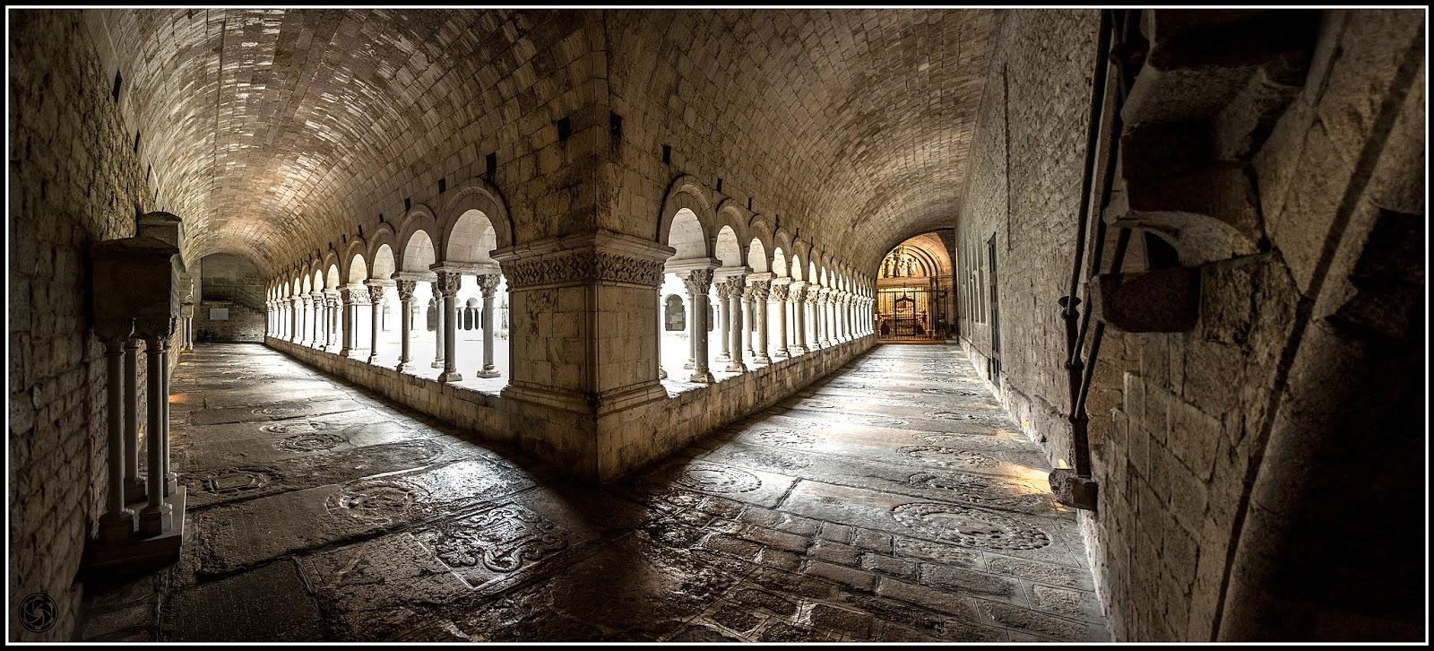 90º del claustro de Sta. Maria de Girona :: Panorama 6 x Canon  EOS 5D MkIII | ISO 3200 | Canon 24-105@24mm | f/5.6 | 1/40s