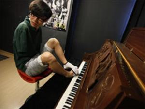 Liu Wei, Talented Pianist Without Hands