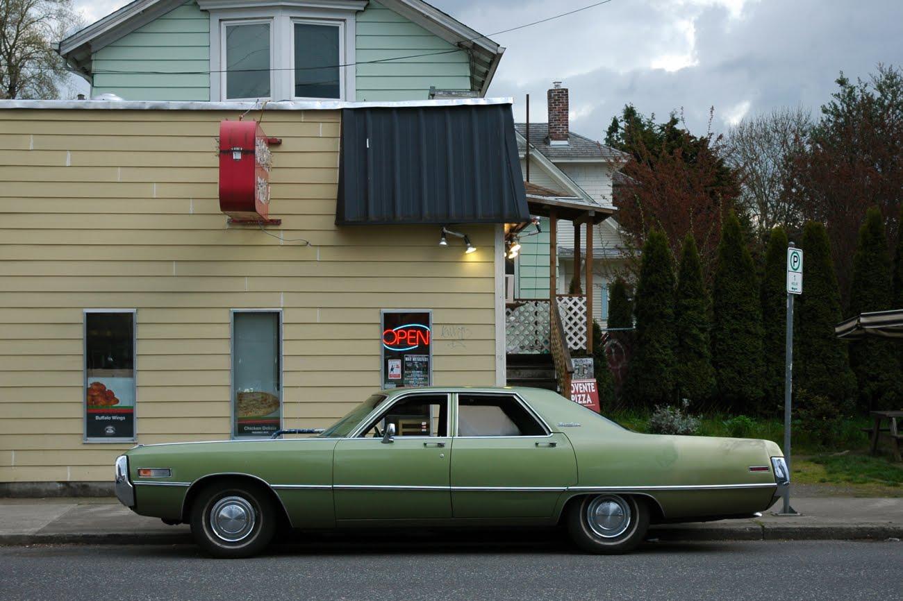 http://3.bp.blogspot.com/-R3HfLgm-Tk4/UE1aZQaSJPI/AAAAAAAARtI/u1yyAv5_kNw/s1600/1971-Chrysler-Newport-Custom-sedan-5.jpg