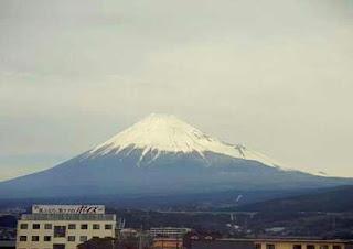 Sedikit tips buat yang mau melihat Mount Fuji dari kereta shinkansen jurusan Osaka -Tokyo