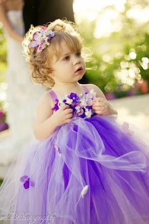 Todo el trabajo del vestido y la Tiara esta realizado con Flores de Tela