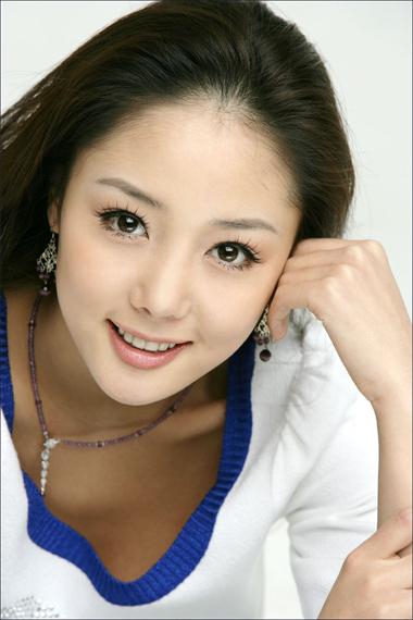ruangan di goyang ratusan artis dan aktor korea mengantarkan artis ...
