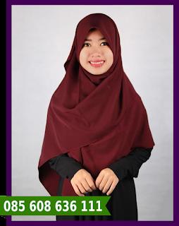 Jilbab segi empat wisuda