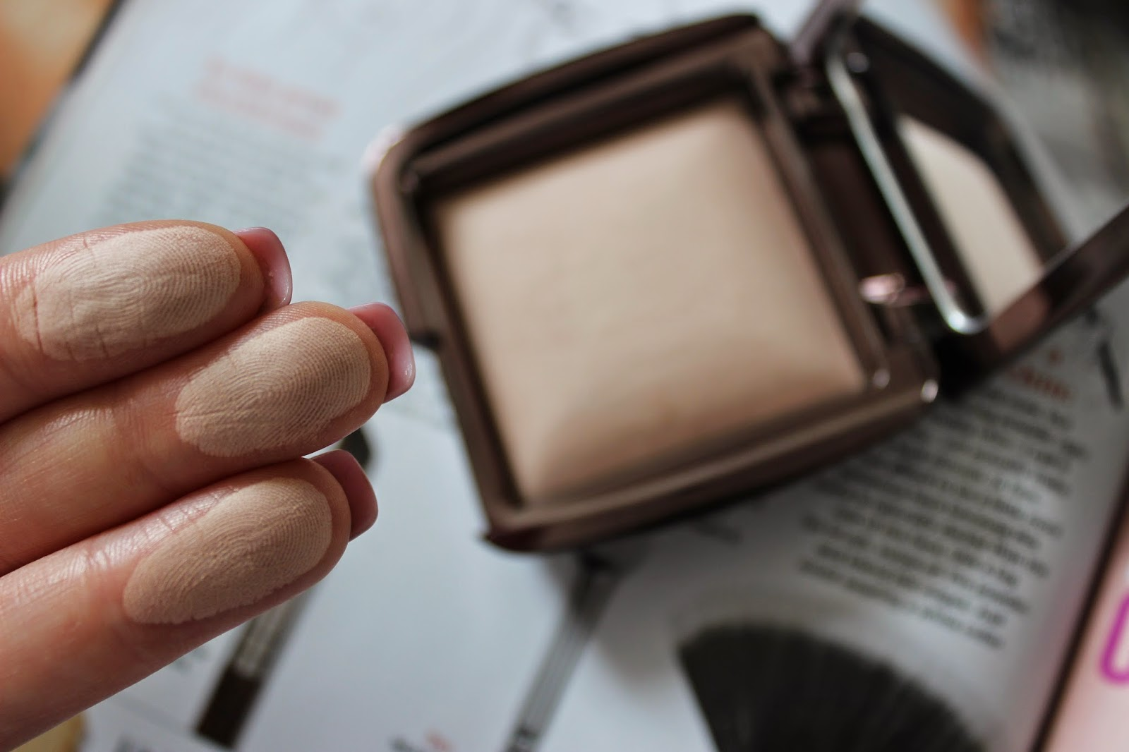 Hourglass Ambient Lighting Powder Dim Light Review Swatch L'amour Josie