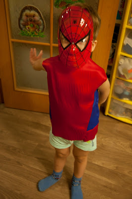 Костюм человека паука.