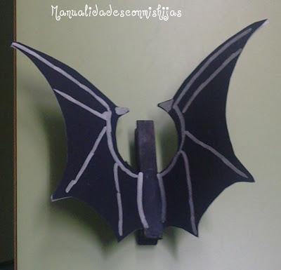 Manualidades infantiles: Murciélago con pinzas y cartulina negra