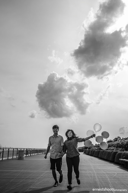 Photography couple balloons