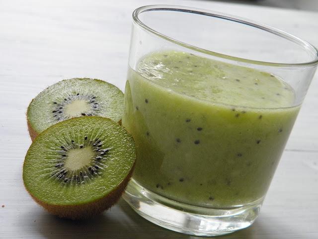 smooties kiwi Raw Paleo snídaně