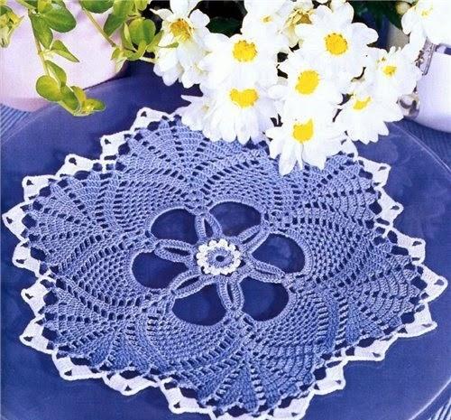Toalhinha azul em crochê